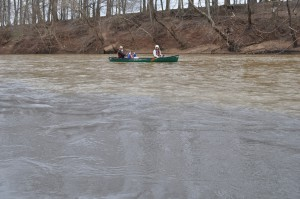 Volunteers from the Dan River Basin Association, graduate students from Duke University and Appalachian Voices Staff paddled down the Dan River to collect water samples and see the coal ash spill site first hand.  (Photo: Eric Chance)